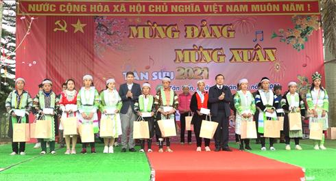 Bí thư Tỉnh ủy Lại Xuân Môn thăm, chúc tết, tặng quà tại huyện Nguyên Bình