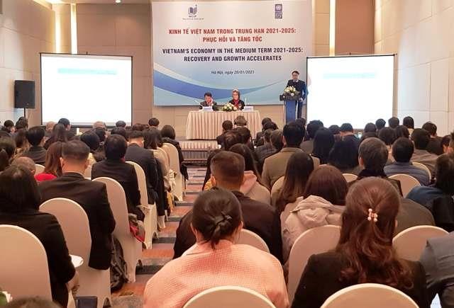 Dự báo kịch bản cơ sở và tăng trưởng cho giai đoạn trung hạn 2021-2025 của Việt Nam