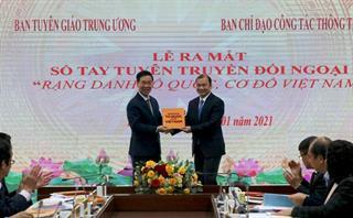 """Ra mắt sổ tay tuyên truyền đối ngoại """"Rạng danh Tổ quốc cơ đồ Việt Nam"""""""