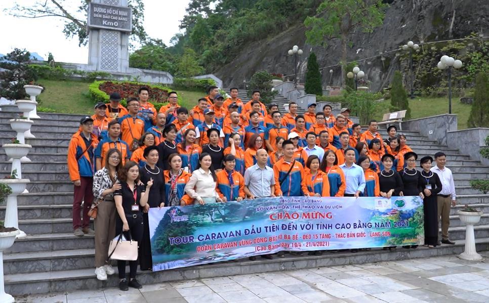 Đoàn caravan (du lịch tự lái) đầu tiên đến Cao Bằng
