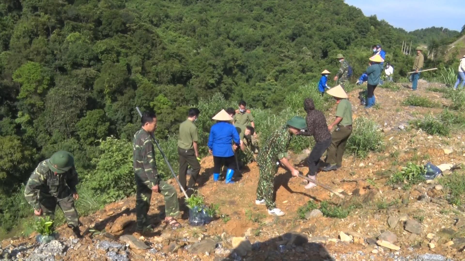 Thạch An: Đoàn viên thanh niên ra quân trồng 2 nghìn cây xanh khu vực rừng phòng hộ
