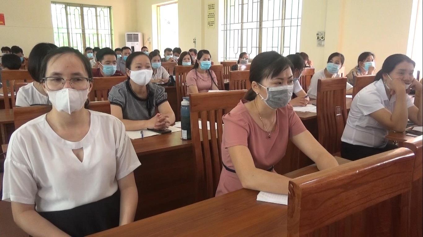 Hà Quảng: Bồi dưỡng lý luận chính trị phổ thông và kiến thức quốc phòng đối tượng 4 cho 75 đảng viên mới