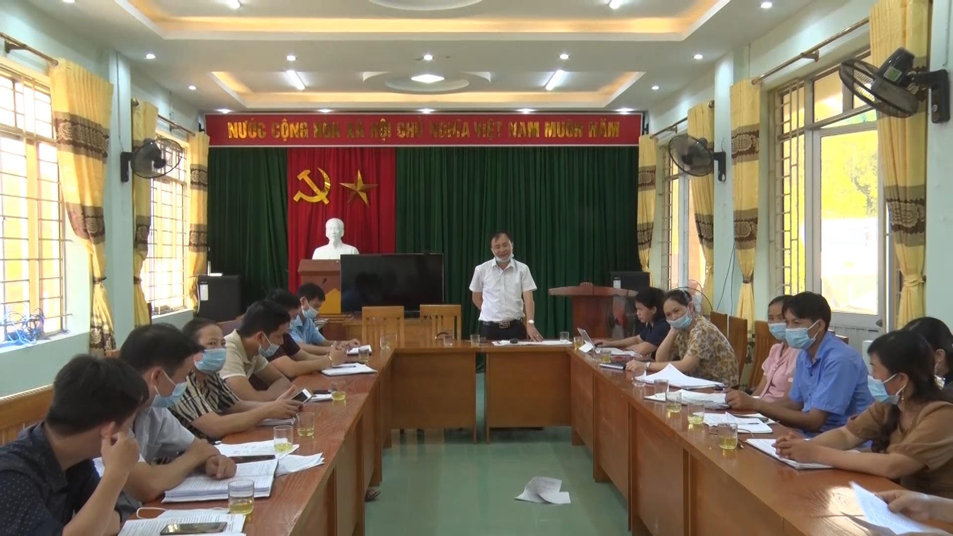 UBND huyện Hà Quảng làm việc với xã Lương Can về hỗ trợ di chuyển chuồng trại gia súc ra khỏi gầm sàn nhà ở