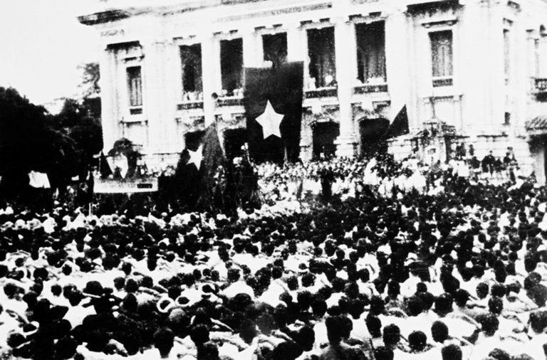 Bác Hồ với thắng lợi vẻ vang của Cách mạng Tháng Tám