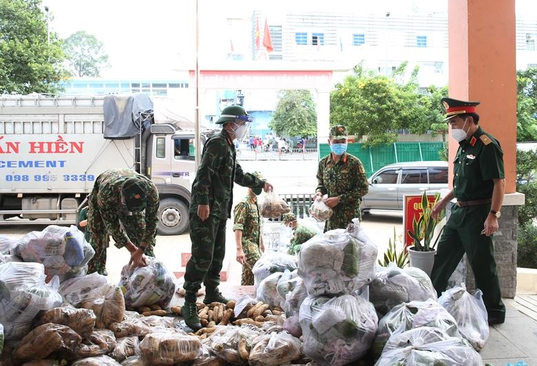 Thiếu tướng Trần Văn Sơn kiểm tra công tác phòng, chống dịch quận Bình Thạnh