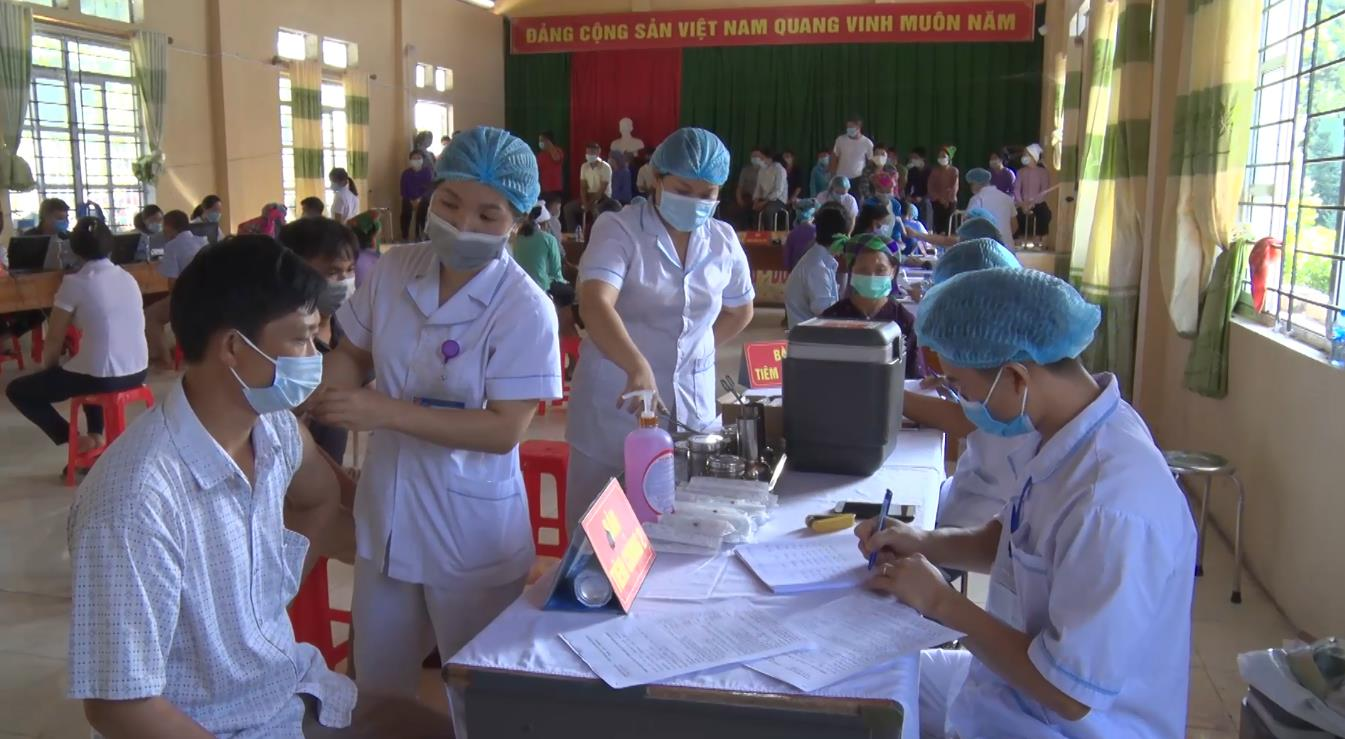 Bảo Lạc: Trên 2.300 người được tiêm vắc-xin phòng COVID-19