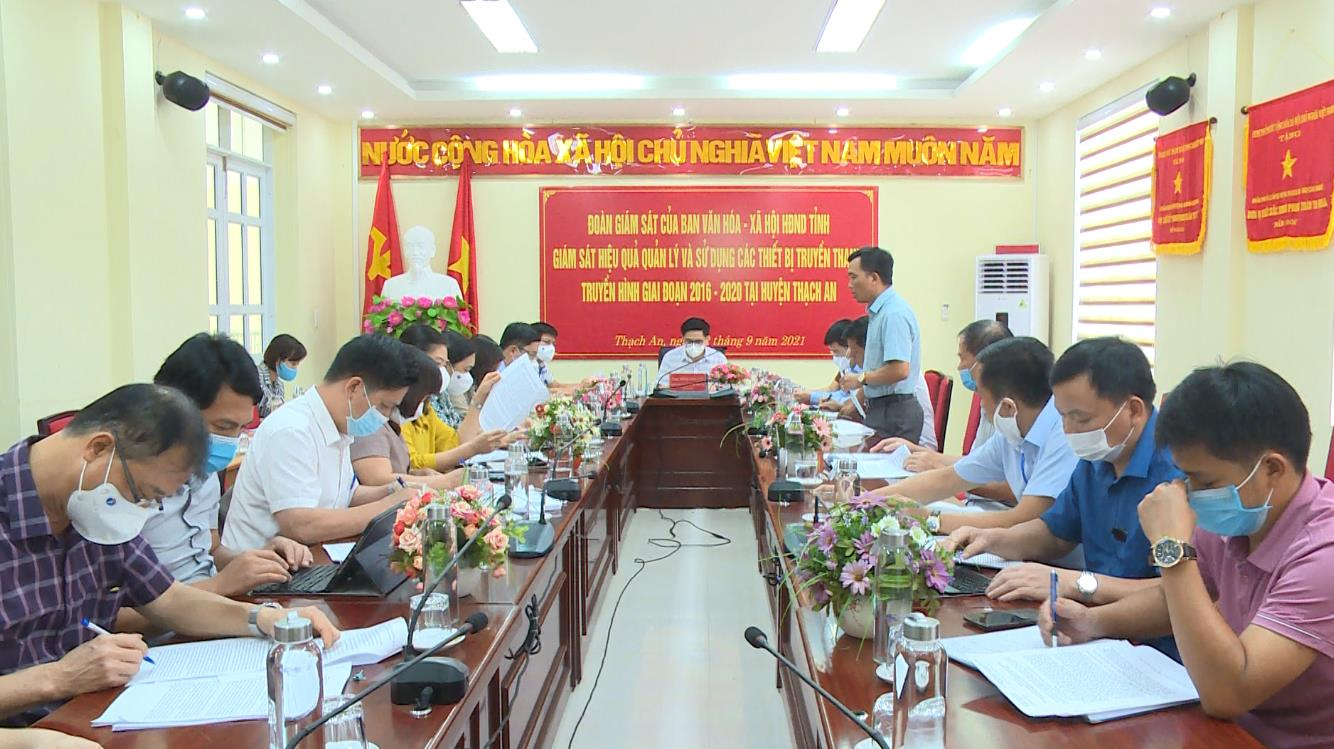 Đoàn giám sát của Ban Văn hóa - Xã hội HĐND tỉnh giám sát tại huyện Thạch An