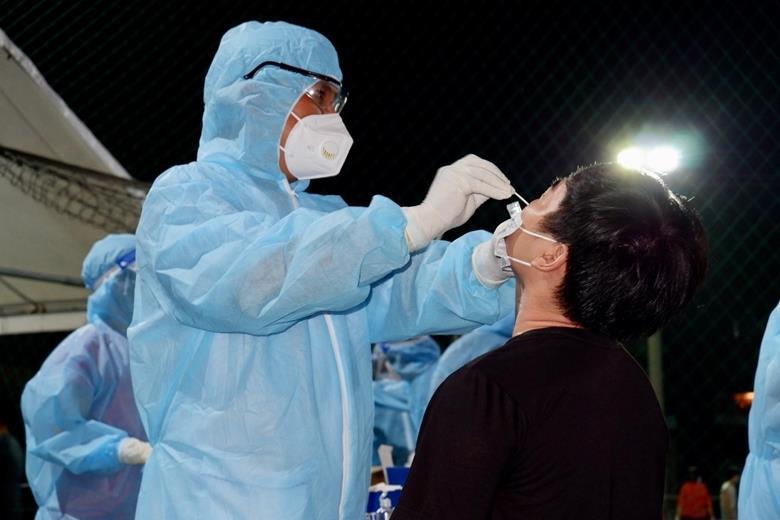 Người tiêm đủ 2 mũi vắc xin phòng COVID-19 không phải xét nghiệm khi đi lại