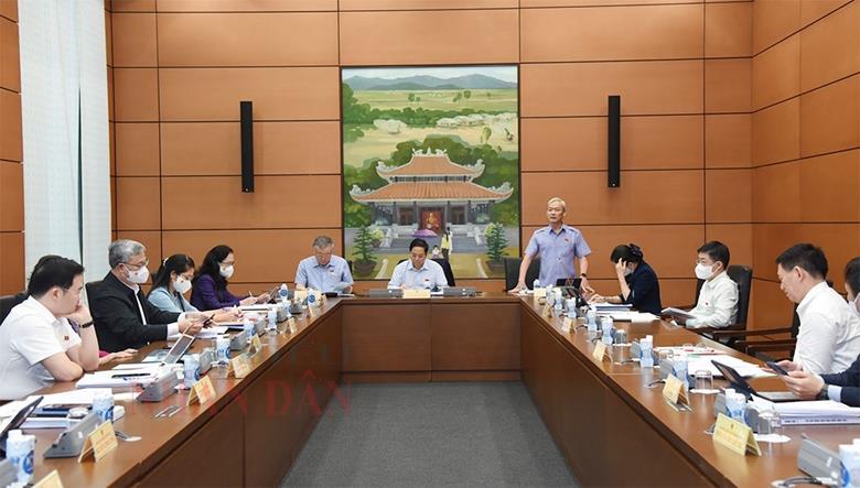 Quốc hội thảo luận về kế hoạch phát triển kinh tế - xã hội và công tác phòng, chống dịch COVID-19