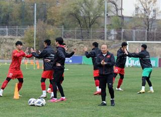 Đội tuyển U23 Việt Nam luyện tập dưới thời tiết lạnh giá